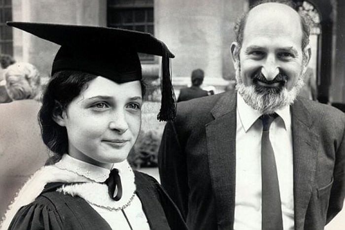 Рут Лоуренс - юная выпускница Оксфорда.